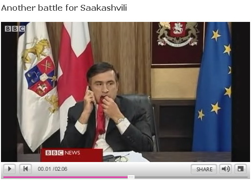 saakashvili-chewing-his-tie