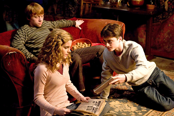 emma_watson__rupert_grint_and_daniel_radcliffe_harry_potter_and_the_half_blood_prince_movie_image_s