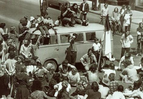 vw van hippies