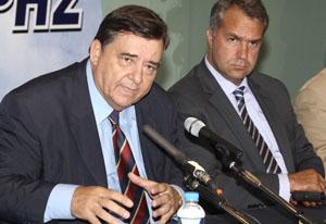 """""""KaratzaFührer"""" (à gauche) et le ministre «La Hache» (à droite)"""