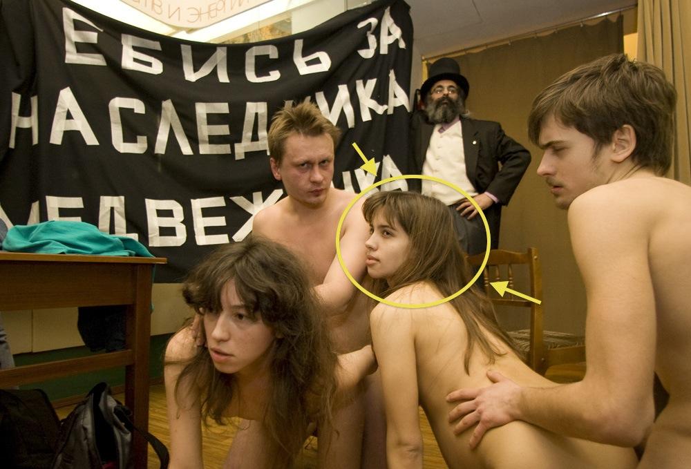 art-gruppa-voyna-seks-v-muzee